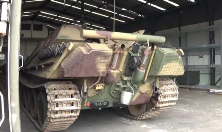 독일 야크트판터 구축전차 마이바흐 HL-230 엔진의 요란한 기동 굉음  German Jagdpanther Tank destroyer Maybach HL230 P30  Engine strange sound