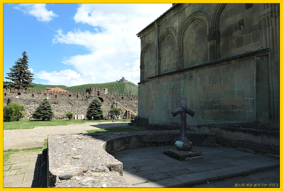 스베티츠호벨리 대성당(Svetitskhoveli Cathedral)과 포도나무 그리고 포도주