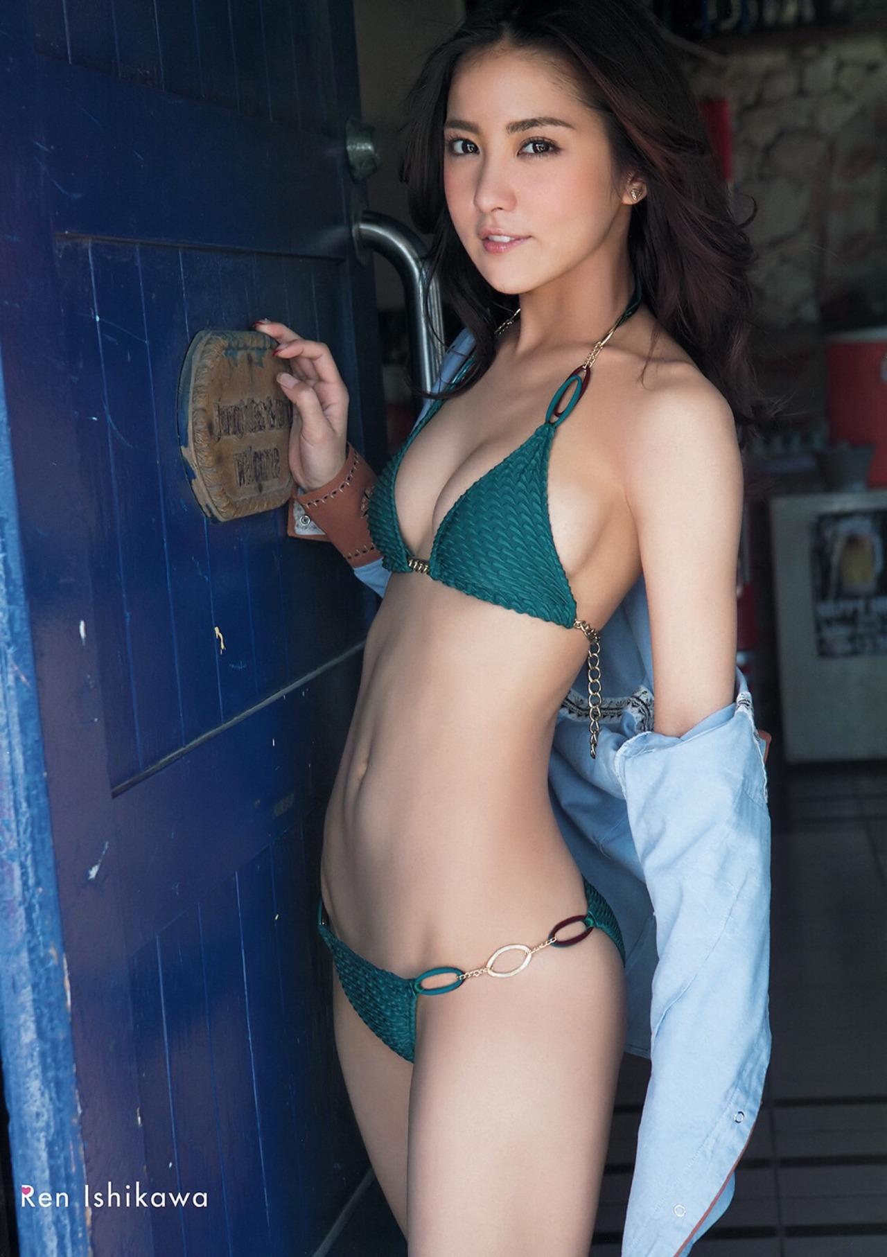 Ren Ishikawa in sexy bikini